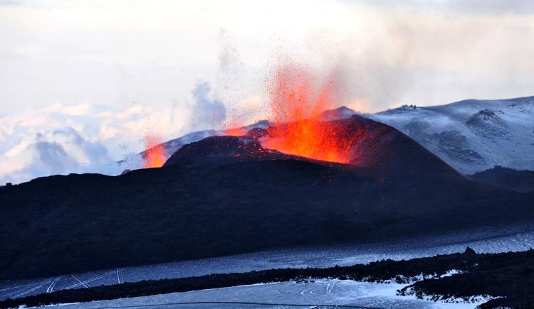 The explosion of Eyjafjallajökull at Fimmvörðuháls, 2010:  Ulrich Latzenhofer