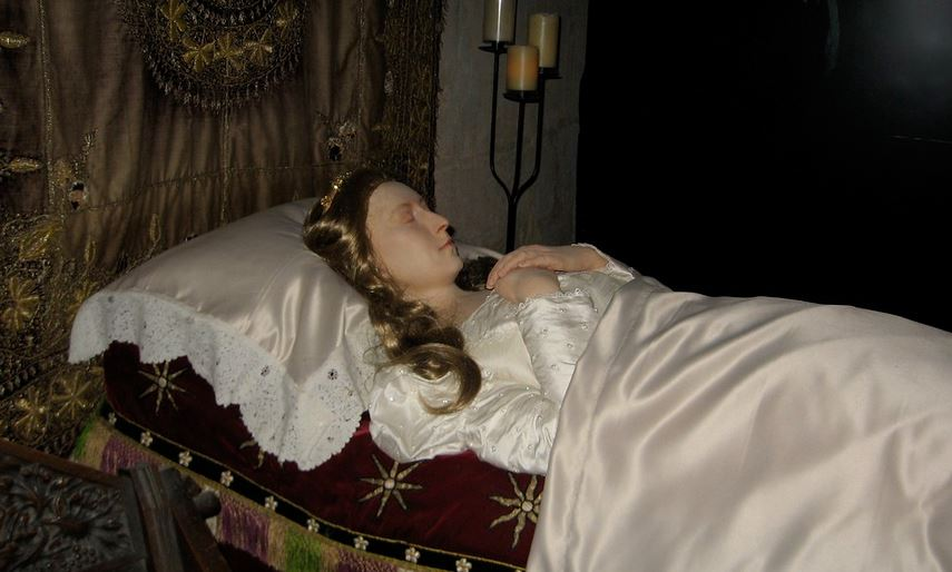 Waxwork Queen Katherine Parr lying in state at Sudeley Chapel